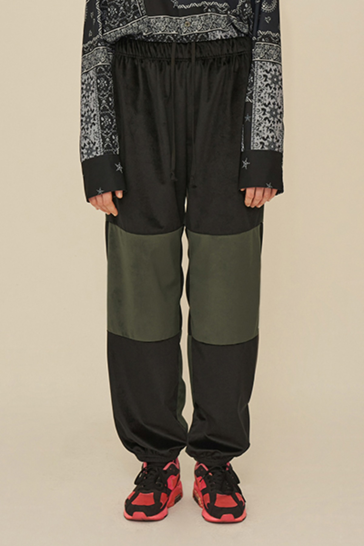 COLOR BLOCK VELVET PANTS / BLACK
